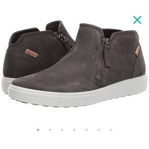 ECCO Soft 7 low cut zip sneaker / bootie / 9